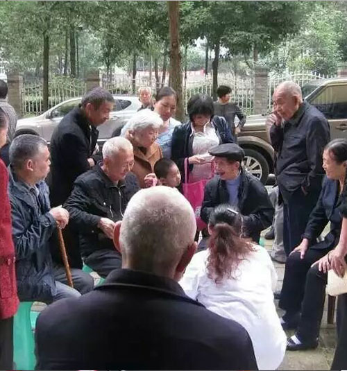 在黔江区为听障老人宣传听力科普常识